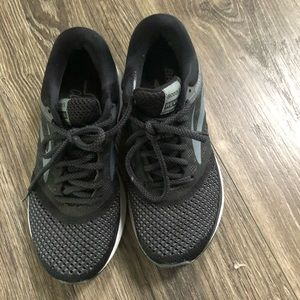 Women's black Brooks revel shoes